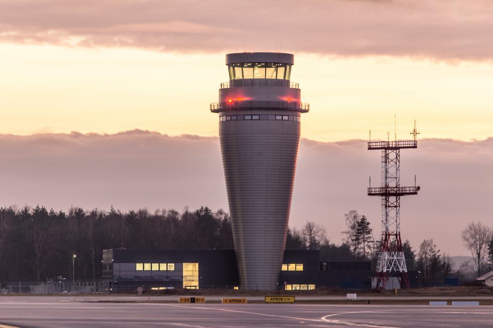 Na lotnisku wPyrzowicach powstała najwyższa wieża kontroli ruchu lotniczego wPolsce